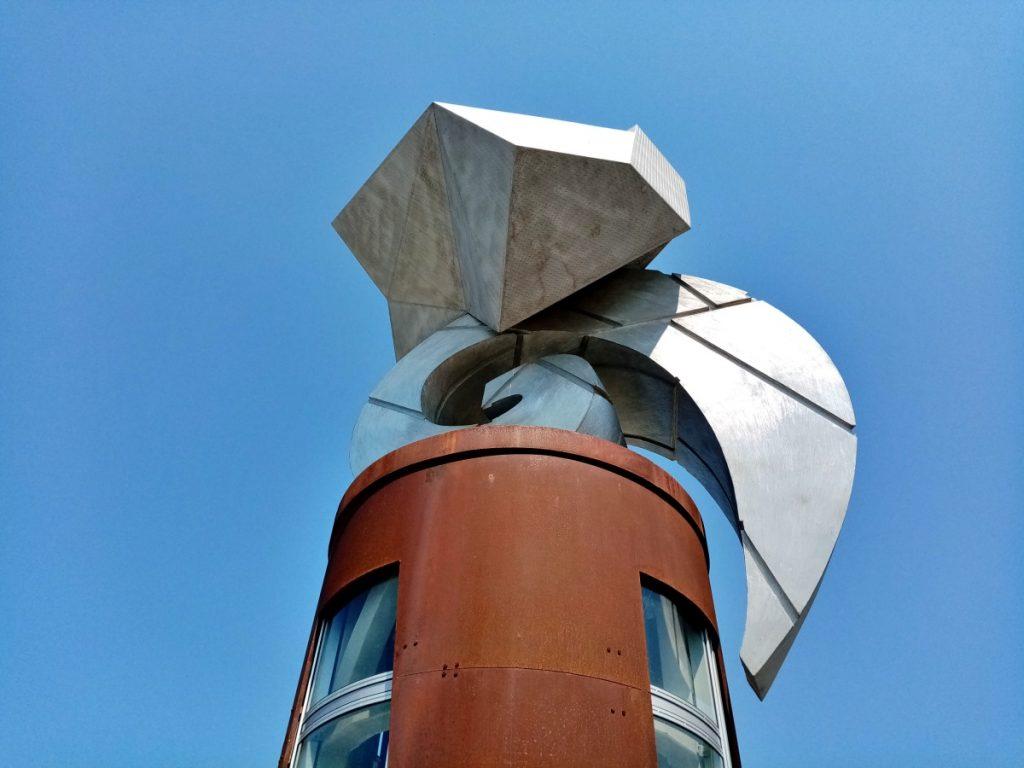 """Skulptura """"Odavde donde"""""""